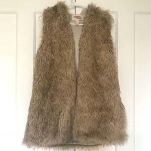 Forever 21 Faux Fur Vest, L